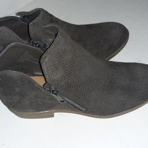 Universal threads women's boots